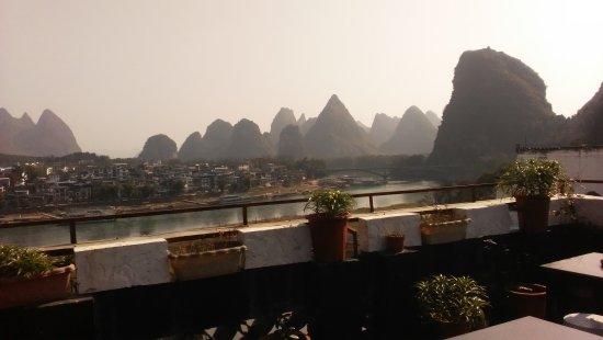 Yangshuo En Attendant Godot Hostel: 无敌天台景观