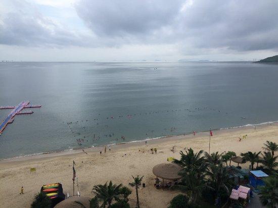 Huidong County, Kina: 十里银滩沙挺幼的