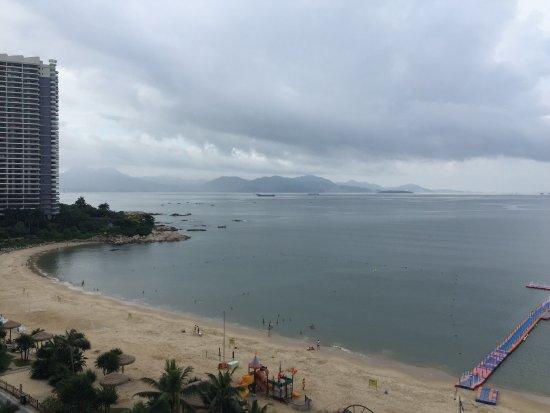 Huidong County, China: 十里银滩沙挺幼的