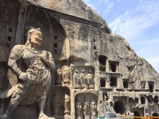 Luoyang, China: 其中的一个石窟