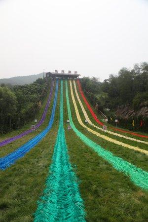 Yishui County, China: 彩虹飞跃,高山滑草