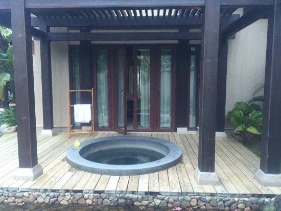 Narada Resort & Spa  Perfume Bay: 客房中的室外泡池