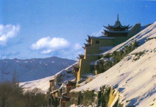 Dunhuang, Cina: 雪后的莫高窟九层楼