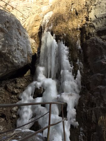 Huixian, จีน: 悬崖的冰瀑布