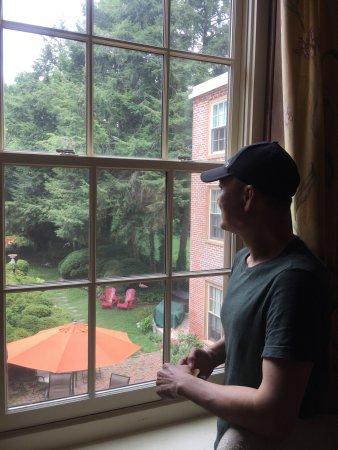 Burlington, NJ: 好客的主人,充满浪漫情调的空间,真心爱上这家已有306年历史、却崭新依旧的B&B酒店……客厅的那盏台灯差点毁于我手,身手矫健的老爷子一个健步过去捞了起来