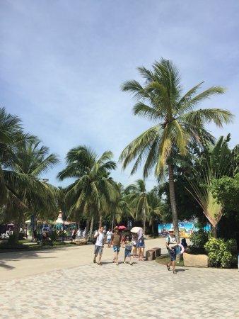 还可以,设施比不上国内,好在有沙滩海景。