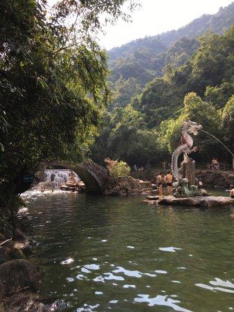 Hezhou, Kina: 十八水原生态景区