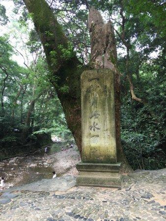 Taizhou Guoqing Temple: 古寺清幽,风景与建筑都绝佳,国清寺是天台宗祖庭,佛教地位相当高.门票只要10块也绝对是良心价!