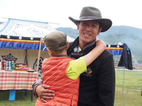 سونجتسام شانجري - لا: 热情淳朴的牦牛叔叔