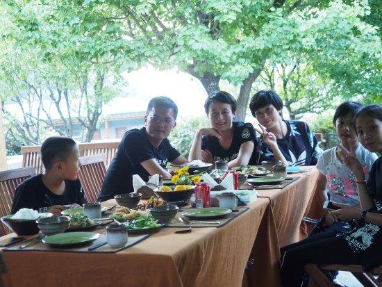 سونجتسام شانجري - لا: 紫藤架下的晚餐!