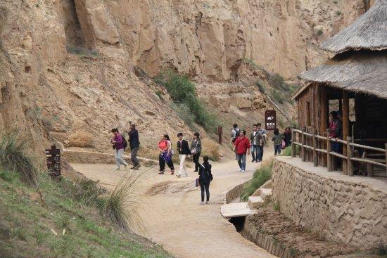 Lingwu, China: 宁夏旅游景点水洞沟藏兵洞外景
