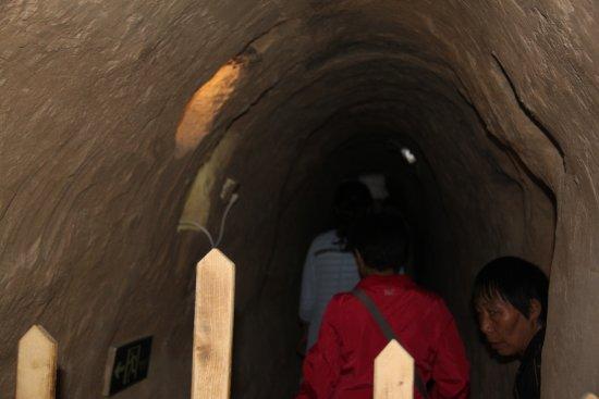 Lingwu, China: 宁夏旅游景点水洞沟藏兵洞内景