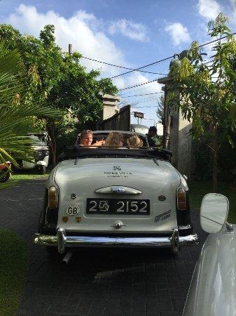 Ridee Villa: 酒店敞篷车