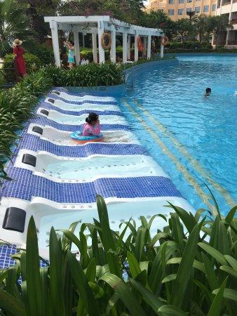 Μπεϊχάι, Κίνα: 地理位置非常好,靠近侨港风情街,有泳池,有沙滩