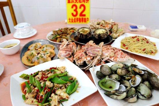 Chongqing Yingjie Eatery: 这一桌不贵