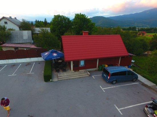 Korenica, Kroatia: 餐馆环境不错