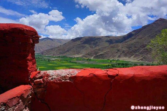 Nedong County, Kina: 从山上往外看