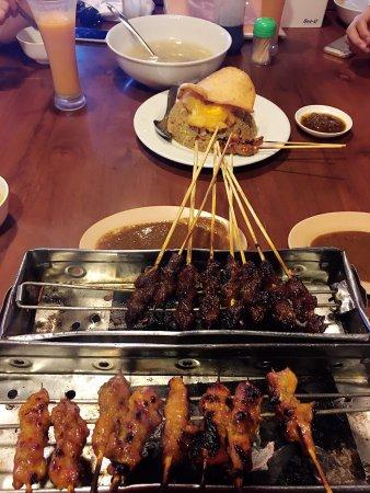 Raja Sate Restaurant Manado: 好评一个 环境不错 就是味道总体偏甜一点