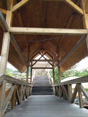 Areca Valley Tourist Resort of Hainan Ganza Ridge Primitive Culture : 停车场去大门
