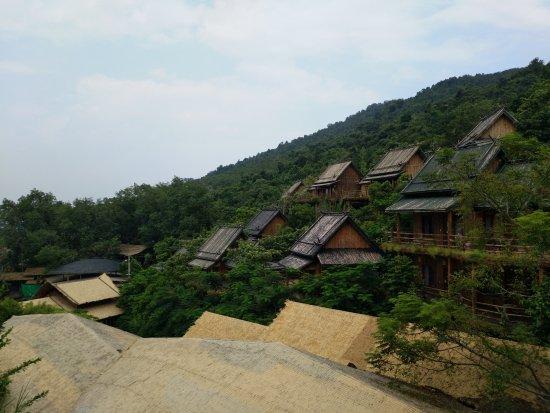 Areca Valley Tourist Resort of Hainan Ganza Ridge Primitive Culture : 在电瓶车下来第一站往下看