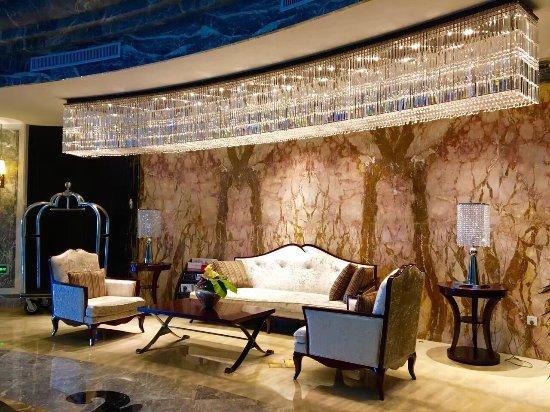 Lakefort Hotel