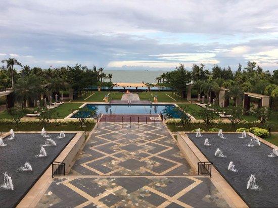 Haikou, Kina: 酒店花园和泳池