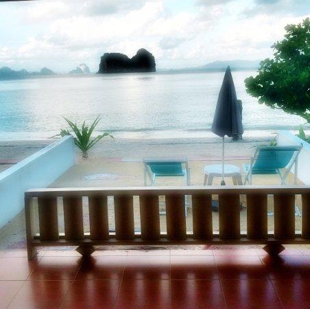Ko Ngai, Thailand: BEACHFRONT ROOM 推开落地窗的景色