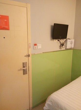 99 Inn Chengdu Kuanzhai Xiangzi: 房间电视