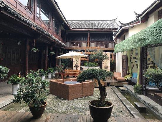 Tonghua Boutique Inn Lijiang Guwang Jinlai : photo0.jpg