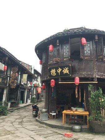 Hechuan Laitan Ancient Town: 错峰去的,古朴的小镇,还可以