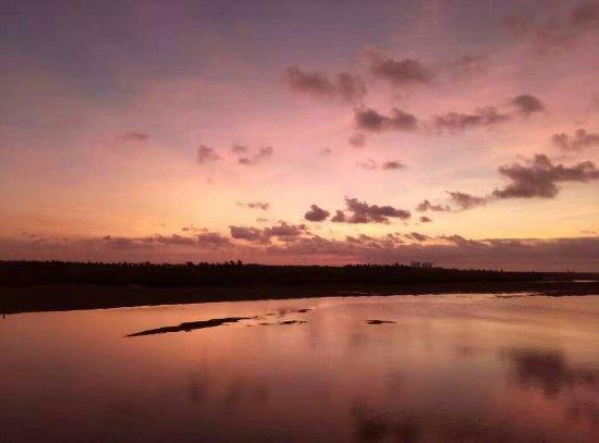 Wuzhou, Chiny: 清晨的河岸边