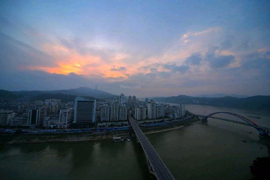 Wuzhou, Çin: 这是旭日初升的滂山视野