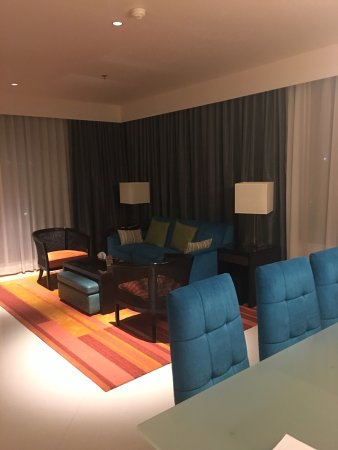 Marriott's Bangkok Empire Place: 真正的度假感觉 有厨房有大客厅 说了有婴儿 除了婴儿床 婴儿餐椅 浴盆都帮忙准备了 服务棒棒哒