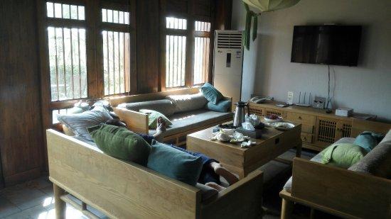 Zigong, Китай: 安静的百胜村,酒店饭菜不错。