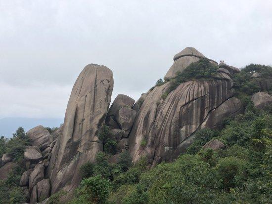 Jiangshan, China: 离廿八都还有点路,交通不便,我是包车过去的,爬山去花了两个半小时,景色还可以