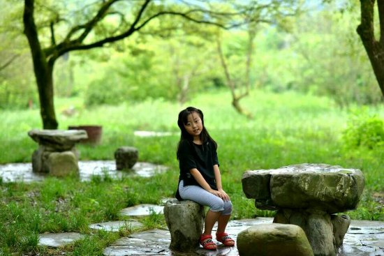 Kang County, China: 女儿在阳坝梅园沟