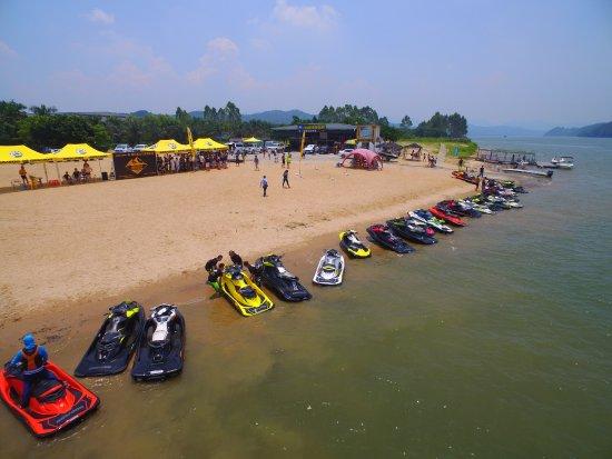 Yingde, China: 美的的北江,刺激的项目,大樟沙滩渡假村。