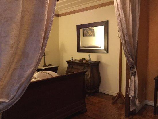 A l'Augustine: 1st floor garden view room
