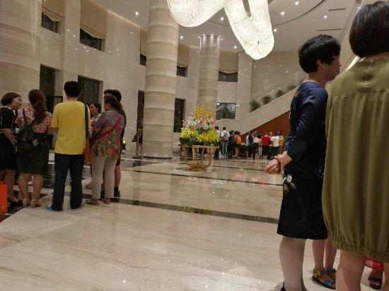 Guanghan, China: 大厅会议室及外景
