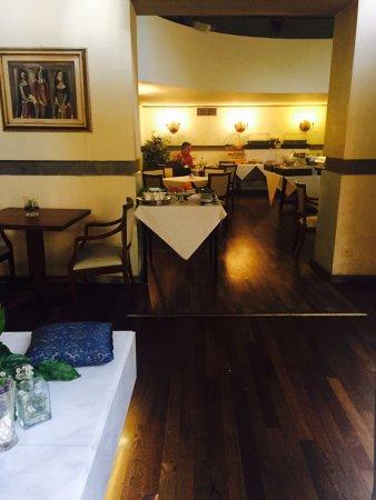 Croce di Malta Hotel: 古老的佛罗伦萨,安静到老城街道,看似随意的路边,这座酒店朴实的大门,门口的行人,大堂里的沙发,接待台里的意大利人,老旧的电梯,地面拼花的地毯,去餐厅的台阶。。。这一切,都刻在我脑海里。感受最好