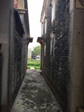 Kaiping, China: 楼与楼间小小的过道