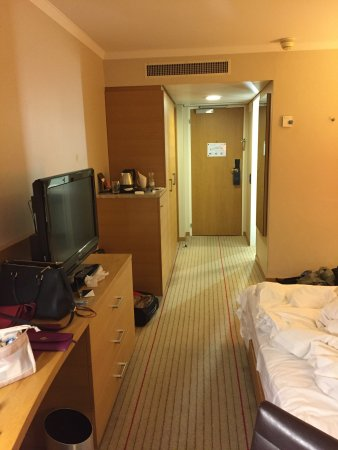 Опфикон, Швейцария: This hotel is amazing! The room is cozy and it's near to airport and the environment outside is