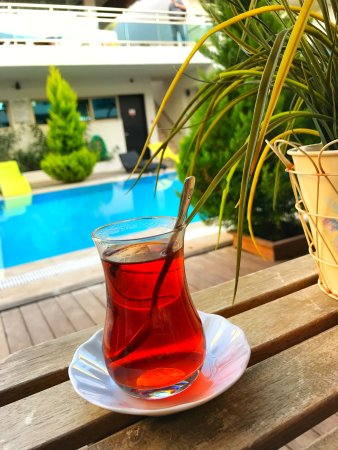 Best Western Plus Cesme Hotel: 泳池畔早餐