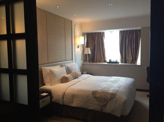 房间大小合适,干净整洁。