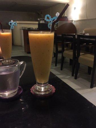 La Boulangerie-Cafe: 混合果汁,刚上来。味道不错
