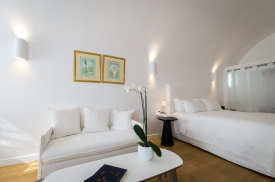 Katikies Hotel: master suite