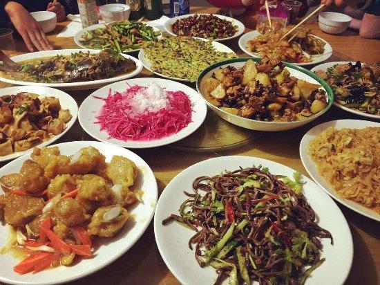 Wuchang, Cina: 三姐很会做菜 很好吃
