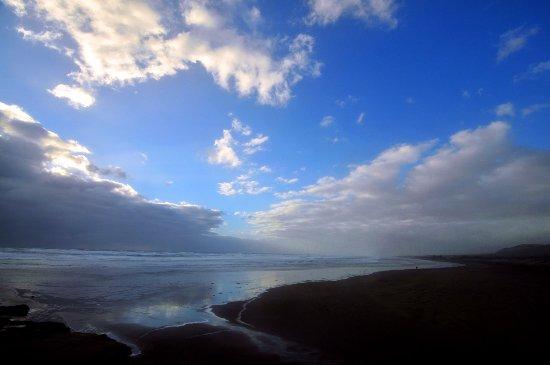 Muriwai Beach, New Zealand: 黑沙滩-2