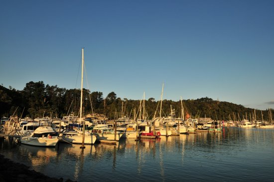 Tutukaka, Nowa Zelandia: 余晖中的游艇