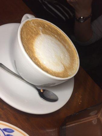 Cafe Babalu: 看网评有推荐胡萝卜蛋糕,但上面的奶油糖浆太甜了,搭配咖啡刚刚好。羊肉汤不错,整间咖啡厅都是羊肉汤的味道。